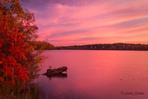 Fall sunrise over Sucker Lake 3543_Staats